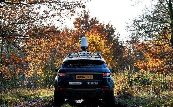 Off-road autonomous vehicle with radar situated on roof.